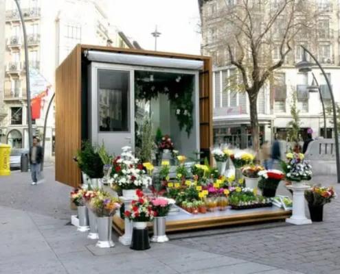 Visita del Concejal del Distrito Centro a las obras de conservación y acondicionamiento de los quioscos de las flores de Tirso de Molina
