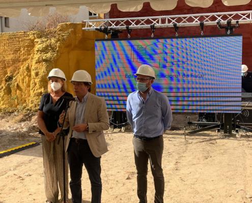 Almeida pone la primera piedra al futuro edificio multifuncional que construirá Cyopsa