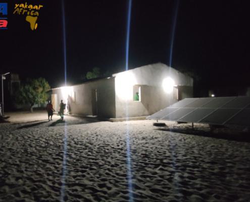El grupo Cyopsa ilumina la pequeña isla de Carabane en Senegal